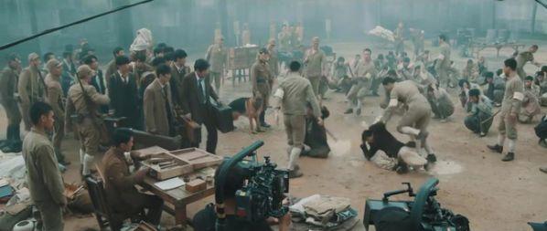 bom-tan-he-2017-battleship-island-song-joong-ki-cuc-ky-bui-bam 6