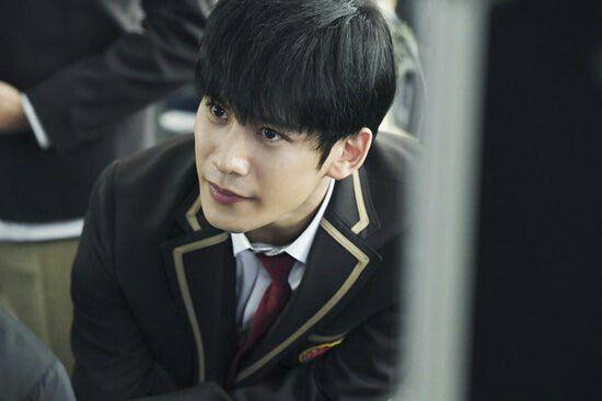 park-hae-jin-gay-sot-trong-bo-phim-cheese-trap-ban-dien-anh 4