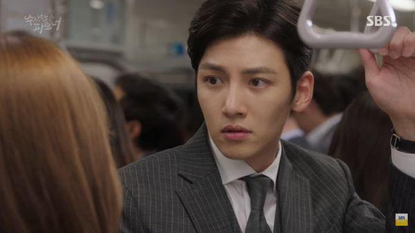 trai-dep-yoo-seung-ho-danh-bai-ji-chang-wook-ngay-dau-len-song 6