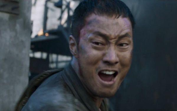battleship-island-tung-clip-ngan-song-joong-ki-thay-xau-ho 1