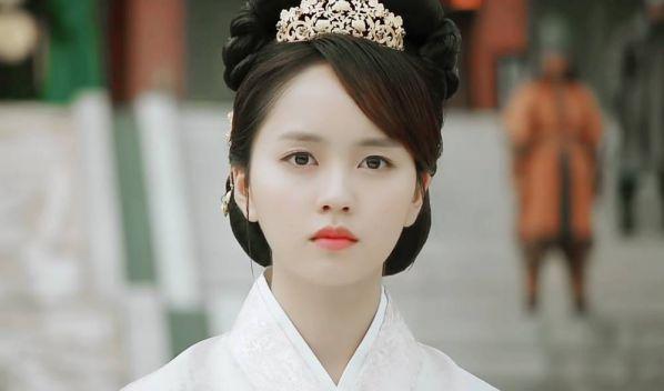 my-nhan-han-quoc-18-tuoi-nao-dep-va-duoc-cac-nha-dai-san-don