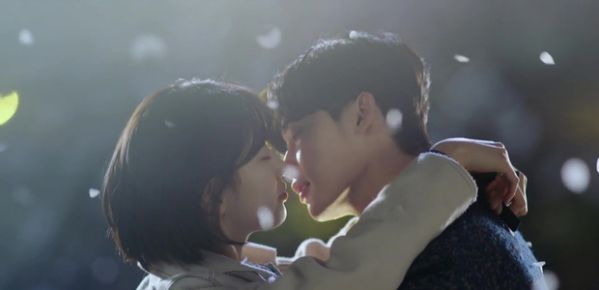 while-you-were-sleeping-lee-jong-suk-va-suzy-hon-nhau-tu-teaser-1
