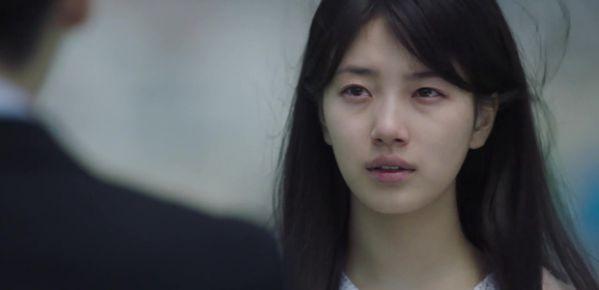 while-you-were-sleeping-lee-jong-suk-va-suzy-hon-nhau-tu-teaser-1 6