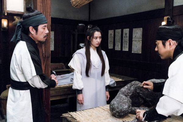 phim-dien-anh-han-thang-2-2018-co-trang-giat-gan-kich-tinh-phieu-luu 3