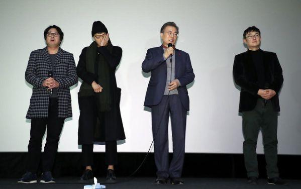 1987-phim-cua-kang-dong-won-khien-tong-thong-han-quoc-roi-le 2