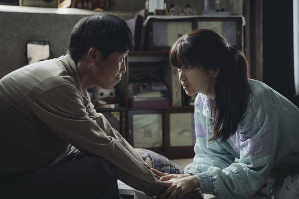 1987-phim-cua-kang-dong-won-khien-tong-thong-han-quoc-roi-le 4