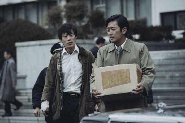 1987-phim-cua-kang-dong-won-khien-tong-thong-han-quoc-roi-le 5