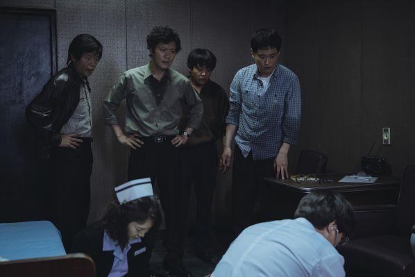1987-phim-cua-kang-dong-won-khien-tong-thong-han-quoc-roi-le 7