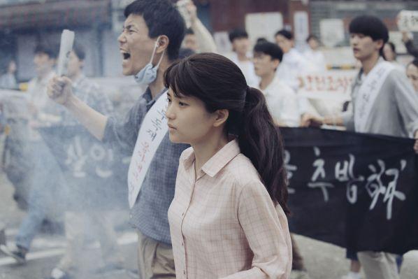 1987-phim-cua-kang-dong-won-khien-tong-thong-han-quoc-roi-le 8