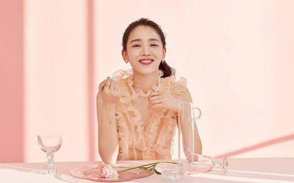shin-hye-sun-dong-cap-cung-lee-jong-suk-trong-hymn-of-death 4