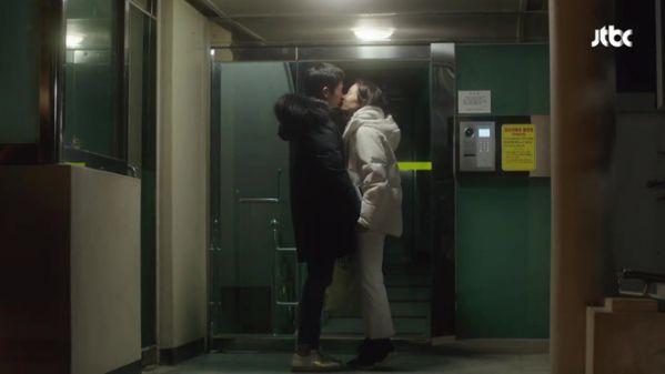 """10 cảnh hôn nóng nhất ở tập 5 """"Chị Đẹp Mua Cơm Ngon Cho Tôi"""""""