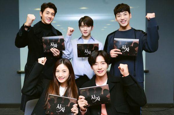 four-men-vua-nha-hinh-dep-ngot-ngao-cua-park-hae-jin-va-nana 7