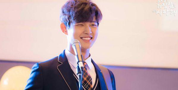 lee-seo-won-vuong-scandal-kim-dong-jun-the-vai-trong-about-time 2