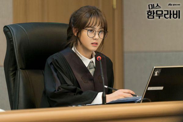 vi-sao-miss-hammurabi-hot-hon-about-time-cua-lee-sung-kyung 2