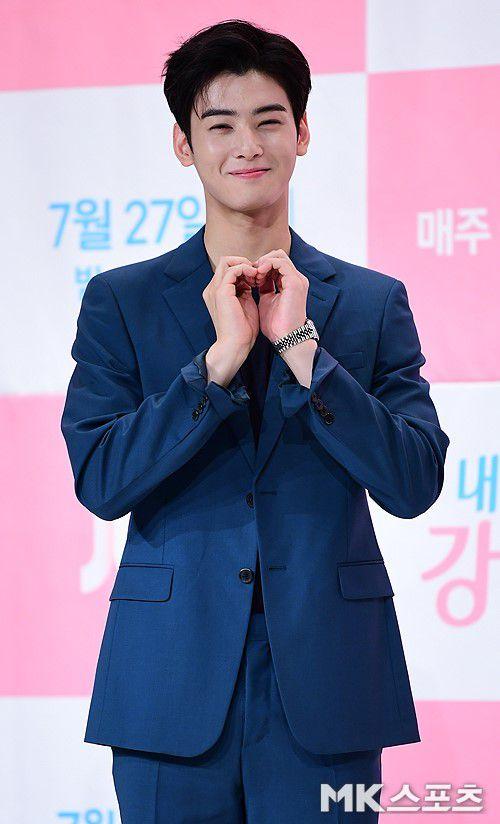 Họp báo 'My ID is Gangnam Beauty', Cha Eun Woo đẹp bất chấp 10