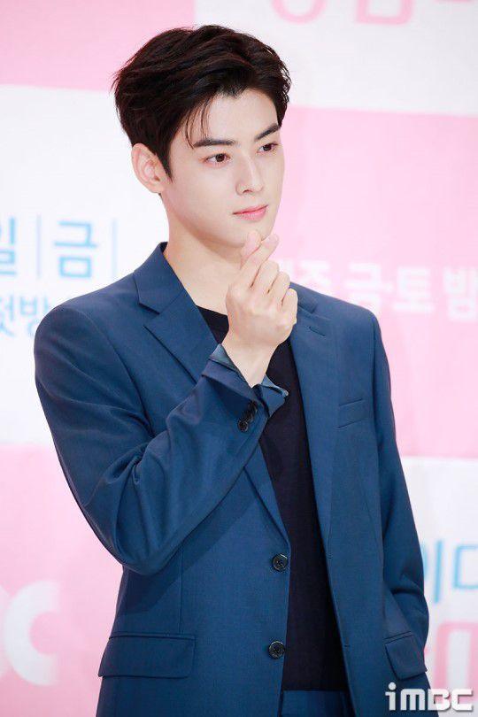 Họp báo 'My ID is Gangnam Beauty', Cha Eun Woo đẹp bất chấp 12