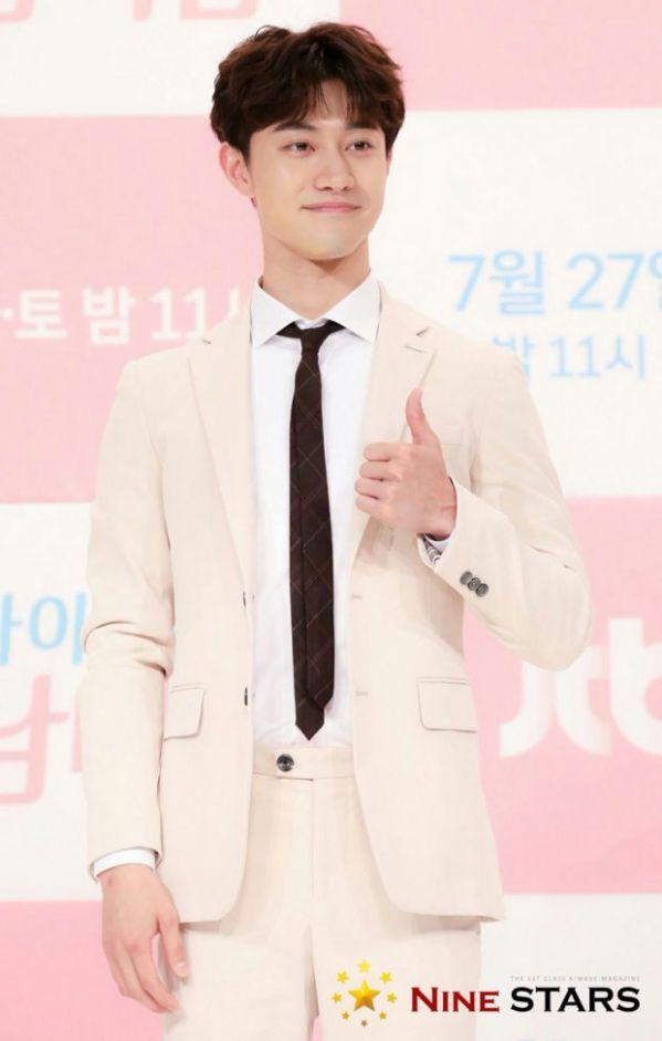 Họp báo 'My ID is Gangnam Beauty', Cha Eun Woo đẹp bất chấp 3