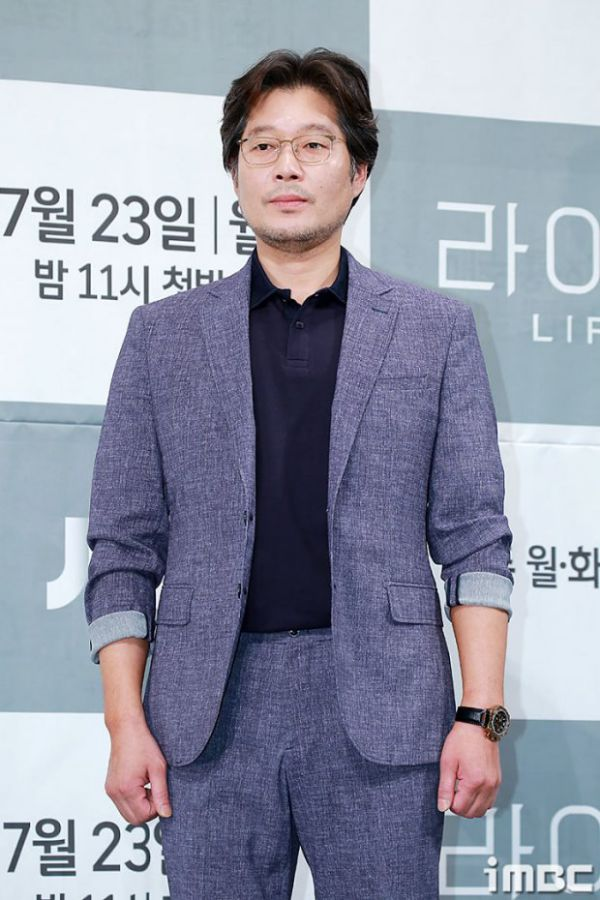 """Họp báo ra mắt phim """"Life"""", Thần chết Lee Dong Wook áp đảo tất cả 13"""