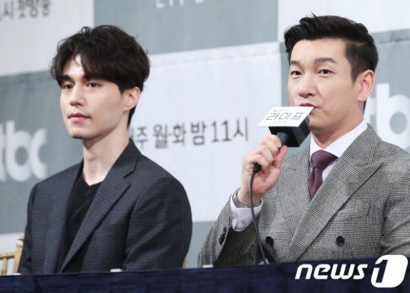 """Họp báo ra mắt phim """"Life"""", Thần chết Lee Dong Wook áp đảo tất cả 15"""