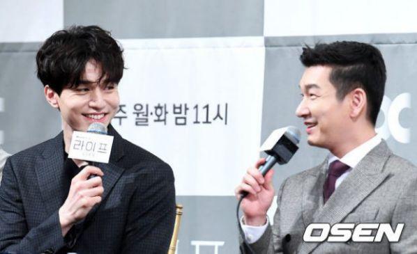 """Họp báo ra mắt phim """"Life"""", Thần chết Lee Dong Wook áp đảo tất cả 16"""