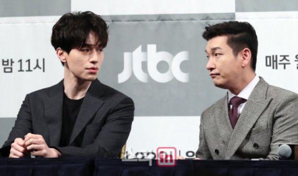 """Họp báo ra mắt phim """"Life"""", Thần chết Lee Dong Wook áp đảo tất cả 18"""