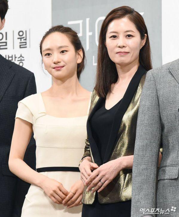 """Họp báo ra mắt phim """"Life"""", Thần chết Lee Dong Wook áp đảo tất cả 20"""