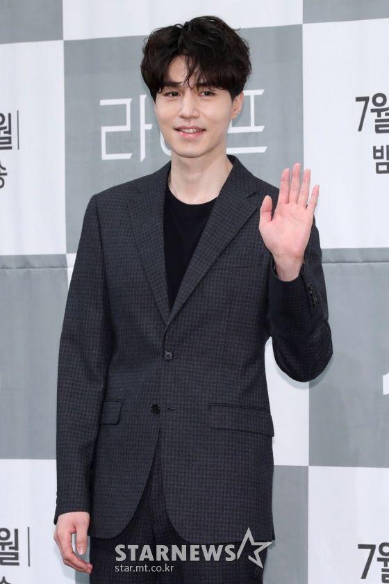 """Họp báo ra mắt phim """"Life"""", Thần chết Lee Dong Wook áp đảo tất cả 3"""