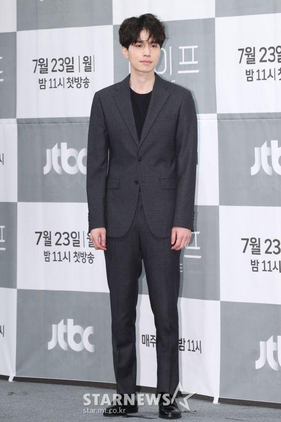 """Họp báo ra mắt phim """"Life"""", Thần chết Lee Dong Wook áp đảo tất cả 4"""