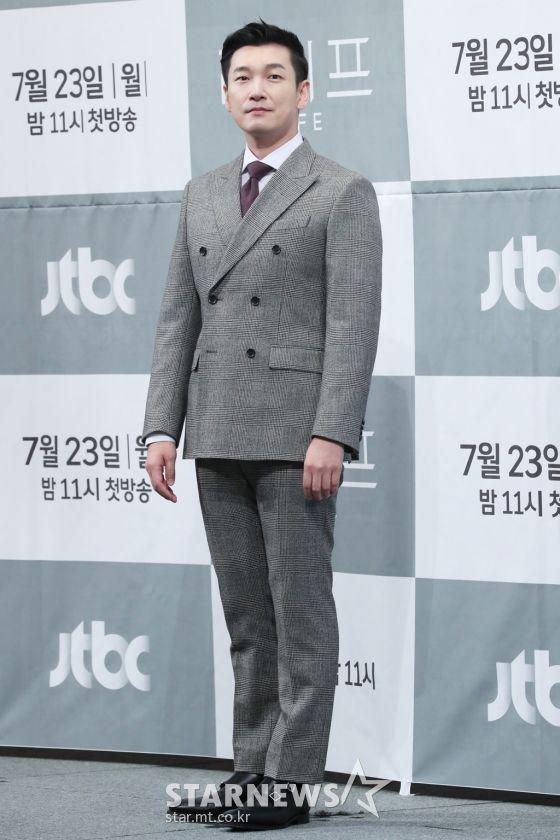 """Họp báo ra mắt phim """"Life"""", Thần chết Lee Dong Wook áp đảo tất cả 7"""