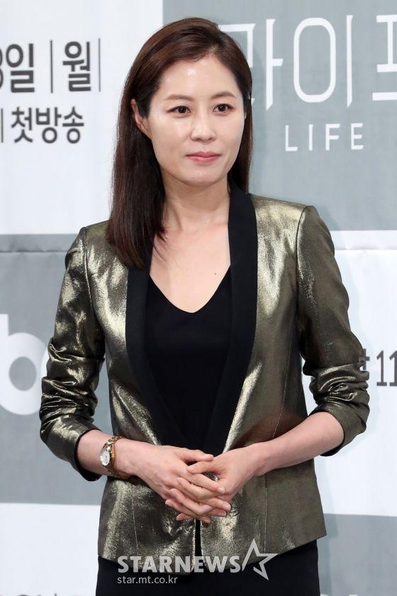 """Họp báo ra mắt phim """"Life"""", Thần chết Lee Dong Wook áp đảo tất cả 8"""