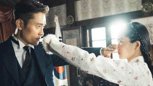 """""""Mr. Sunshine"""" bị 15.000 người Hàn ký tên phản đối vì bóp méo lịch sử"""