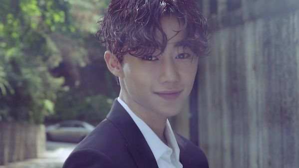 """Nhìn ảnh """"Park Ji Bin"""" bạn đoán là dậy thì thành công hay thẩm mỹ?"""