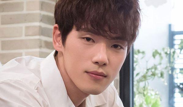 """BXH diễn viên hot nhất tháng 7: Cha Eun Woo của """"Người Đẹp"""" top 4 10"""