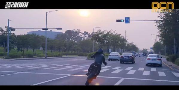 """Drama """"Player"""" tung teaser Krystal lái mô tô siêu ngầu hết chỗ nói 2"""