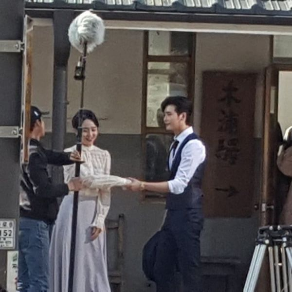 Hậu trường 'Hymn of Death': Lee Jong Suk, Shin Hye Sun tình cảm quá! 10
