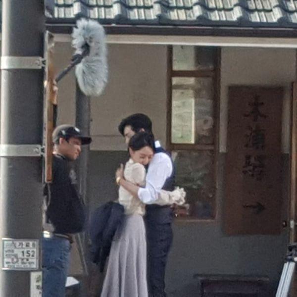 Hậu trường 'Hymn of Death': Lee Jong Suk, Shin Hye Sun tình cảm quá! 5