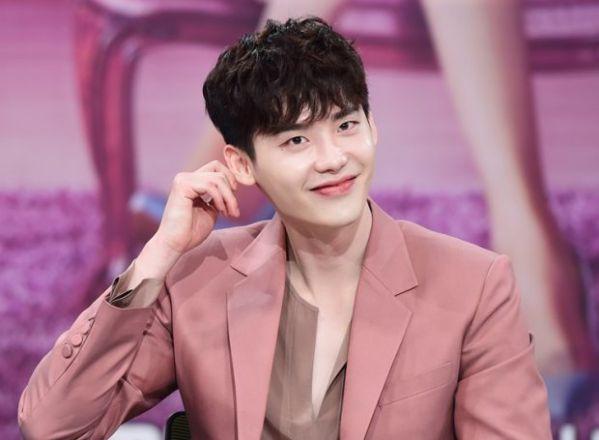 """Lee Jong Suk trở lại mà ảnh nhỏ với  """"Younger"""", ai sẽ là nữ chính? 4"""