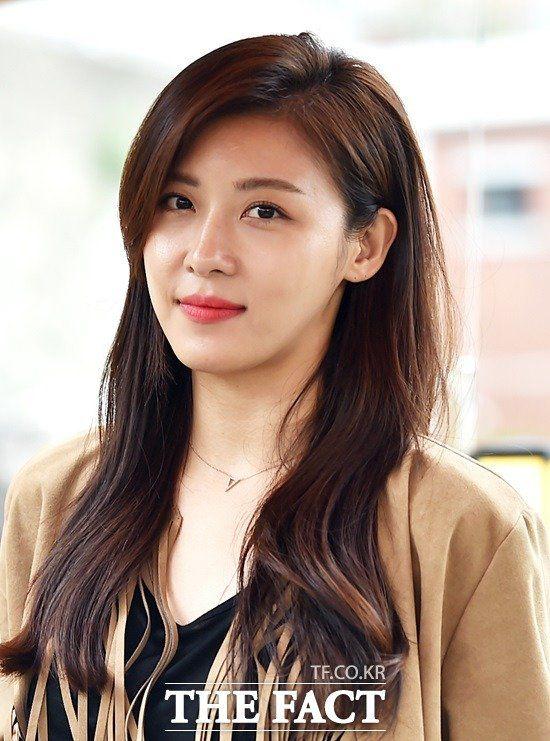 """Lee Jong Suk trở lại mà ảnh nhỏ với  """"Younger"""", ai sẽ là nữ chính? 6"""