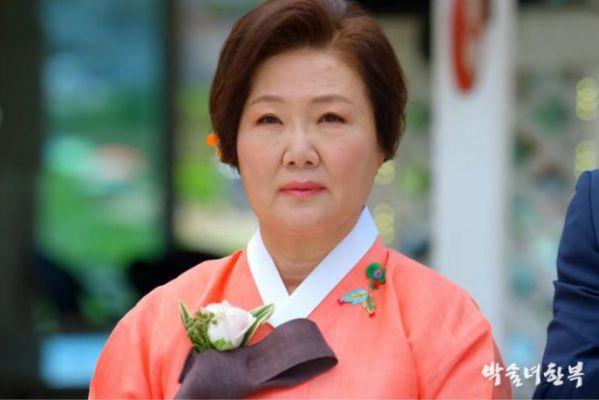 """Phim """"Nine Room"""" của Kim Hee Sun, Kim Young Kwang ra mắt tháng 9 3"""