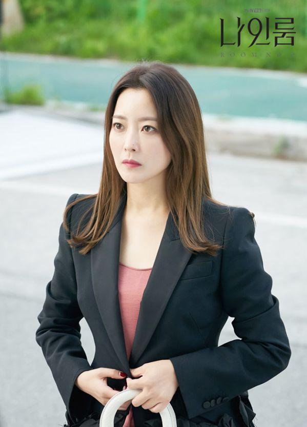 """Đẳng cấp minh tinh của Kim Hee Sun trong phim """"Room No. 9"""" 3"""