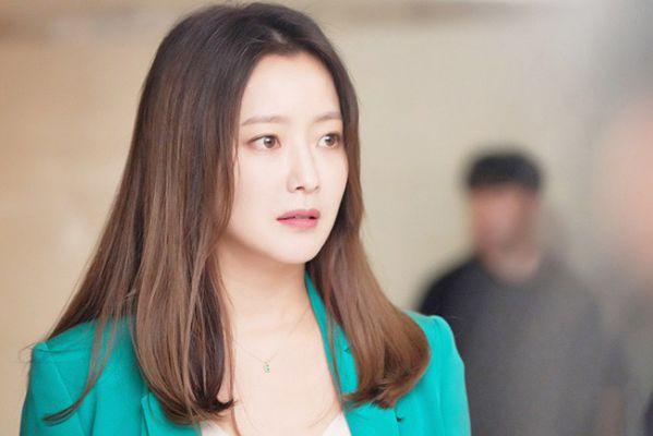 """Đẳng cấp minh tinh của Kim Hee Sun trong phim """"Room No. 9"""" 7"""