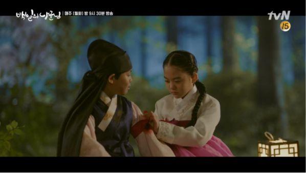 """""""Lang Quân 100 Ngày"""": Tuổi thơ đau thương của D.O. và Nam Ji Hyun 3"""