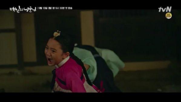 """""""Lang Quân 100 Ngày"""": Tuổi thơ đau thương của D.O. và Nam Ji Hyun 9"""