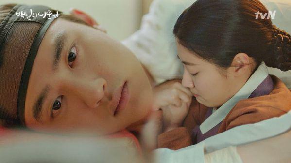 """""""Lang Quân 100 Ngày"""": Tuổi thơ đau thương của D.O. và Nam Ji Hyun"""