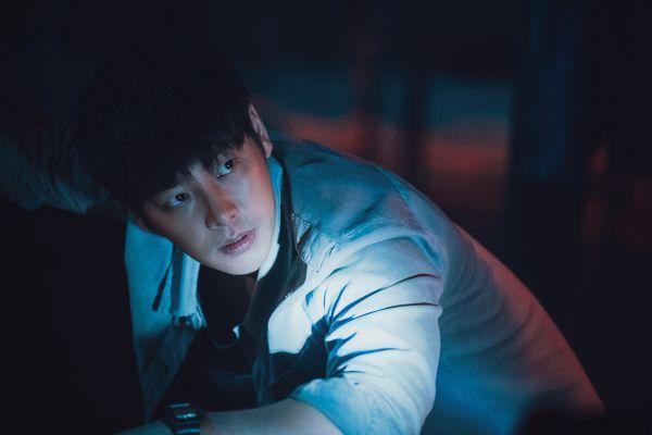 """""""The Guest/Vị Khách"""": Phim kinh dị Hàn mới sợ đến """"lạnh sống lưng"""" 2"""