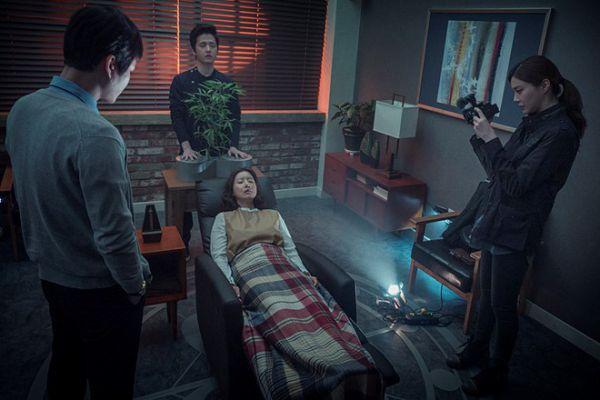Top phim kinh dị tâm linh Hàn hay và ám ảnh nhất đề tài trừ tà 6