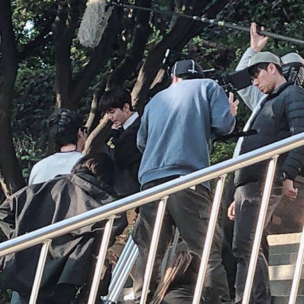 """""""Bok Soo Is Back"""" hé lộ ảnh phim trường đầu tiên của Yoo Seung Ho 6"""