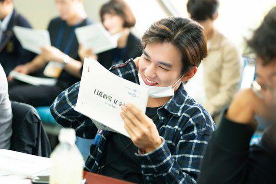 """""""Bok Soo is Back"""": Yoo Seung Ho, Jo Bo Ah cùng đọc kịch bản phim 2"""