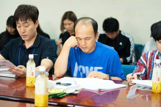 """""""Bok Soo is Back"""": Yoo Seung Ho, Jo Bo Ah cùng đọc kịch bản phim 8"""