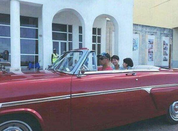 'Boyfriend': Loạt ảnh mới nhất của Park Bo Gum, Song Hye Kyo tại Cuba 11